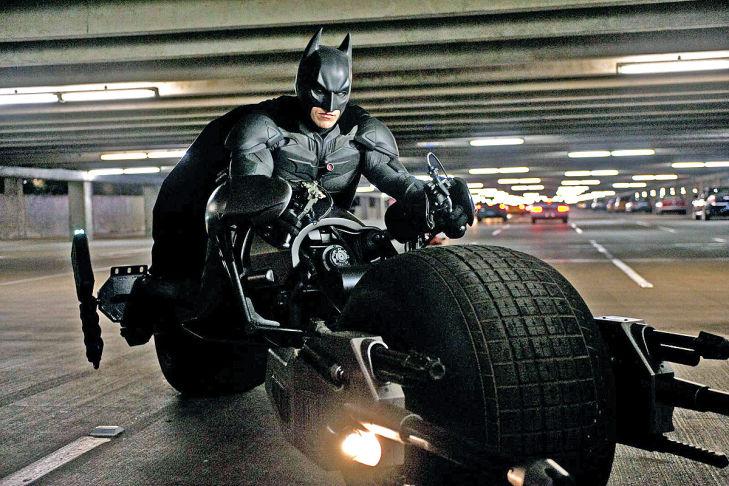 Chiếc Batpod là một phần trong chiếc xe hơi Tumbler của Batman