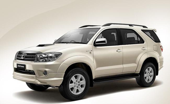 Cận cảnh mặt trước chiếc Toyota Fordtuner màu trắng 2012