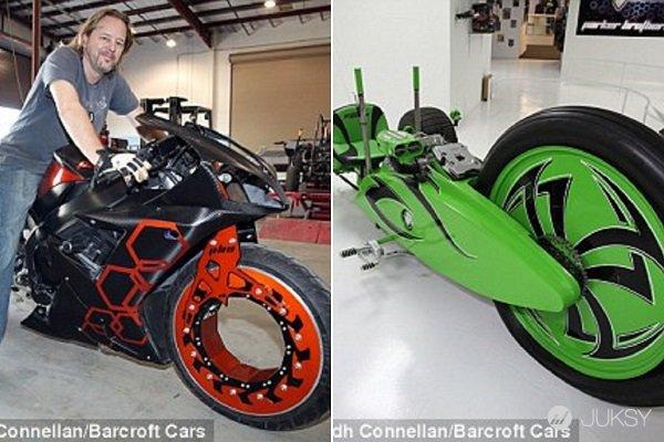 """Chiếc xe trong bức ảnh bên phải chính là chiếc giúp anh em họ giành được kỷ lục thế giới """"Guinness World Records"""""""